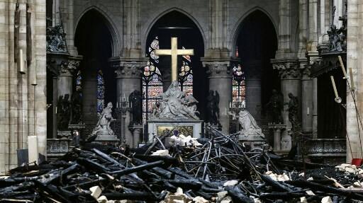 巴黎圣母院遭祝融灭顶劫难  2019年4月16日