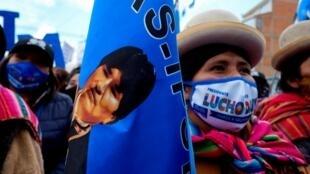 Campagne en faveur du candidat du MAS, le parti d'Evo Morales, à El Alto, près de La Paz, le 14 octobre 2020.