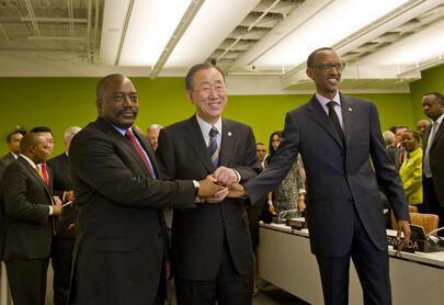 La poignée de main entre Paul Kagamé et Joseph Kabila.