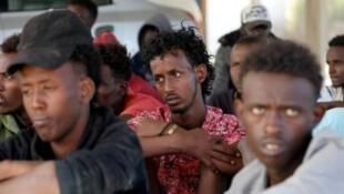 São dezenas de milhares de refugiados e imigrantes interceptados e reconduzidos à Líbia onde são vitimas de  tortura, trabalho forçado, extorsão, volência sexual, detenções arbitrárias e outros maus-tratos, denunciou a 24 de Setembro, a ong Amnistia Internacional.