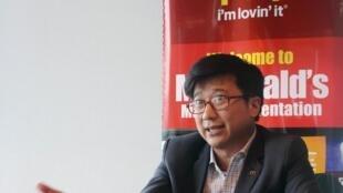 Doanh nhân Henry Nguyễn, đại diện chuỗi nhà hàng McDonald's tại Việt Nam trả lời phỏng vấn ngày 19/07/2013.