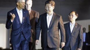 Los presidentes Barack Obama y Xi Jinping se dirigen a una cena privada en Blair House, Washington, 24 de septiembre de 2015.