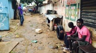 Dans la cité Baraka, à Dakar, au Sénégal, la solidarité est de mise.