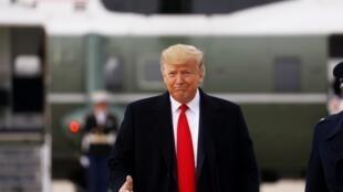 دونالد ترامپ، رئیس جمهوری آمریکا شنبه ٢۵ ژانویه در توییتی به زبان فارسی، پیششرط محمدجواد ظریف، وزیر امور خارجه ایران را مبنی بر برداشته شدن تحریمها برای مذاکره رد کرد.