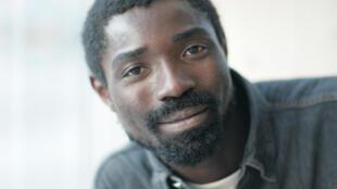 Dieudonné Niangouna, écrivain, comédien, metteur en scène et premier artiste africain associé dans l'histoire du Festival d'Avignon.