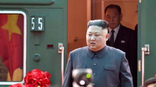 Kim Jong-Un chegou hoje à fronteira entre o Vietnã e a China para a segunda cúpula com Donald Trump.