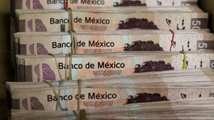 El presidente  Andrés Manuel López Obrador anunció este lunes un aumento de 16 por ciento del salario mínimo a partir del 1° de enero próximo: pasará de 80 a 102 pesos por día, lo que equivale a 5 dólares, o sea un dólar más.