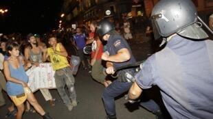 Protestos contra evento católico acabam com oito presos e 11 feridos.