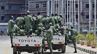 Fighters loyal to Machar sit in a vehicle at Juba airport on 20 April 2016.