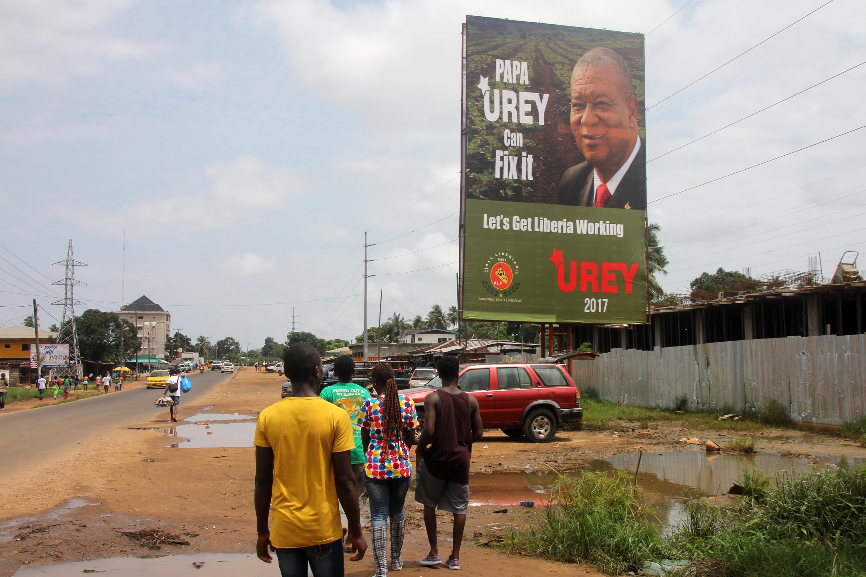 Une affiche de campagne du candidat Benoni Urey, dans les rues de Monrovia, en juillet 2017.