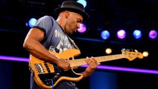 Musique - Marcus Miller 1 - bassiste américain -  en concert à Burghausen (Allemagne) en 2012 - Epopée des musiques noires 18 avril 2021