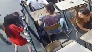 В Париже студентка стала жертвой домогательств и насилия. Видео с избиением девушки вызвало волну возмущения