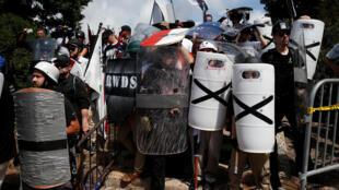 Christopher Cantwell, qui se définit lui-même comme un nationaliste blanc, a fait état sur son site internet de sa présence au rassemblement de Charlottesville le 12 août 2017.