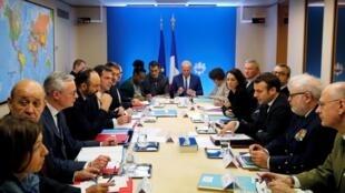 Tổng thống Pháp Emmanuel Macron chủ trì một cuộc họp về dịch Covid-19, tại Paris, ngày 29/02/2020.