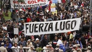 Simpatizantes do presidente paraguaio destituído, Fernando Lugo, aguardavam decisão sobre impeachment de seu líder diante do congresso do país, em Assunção, nesta sexta-feira.