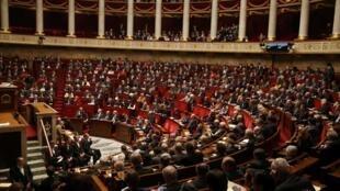 Новый министр юстиции Франции Франсуа Байру пообещал подготовить закон о прозрачности политической жизни до парламентских выборов. На фото — Национальное собрание Франции
