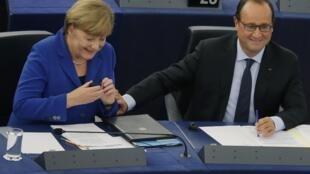 Angela Merkel et François Hollande, le 7 octobre 2015 au Parlement européen à Strasbourg.