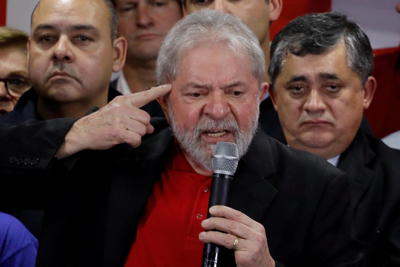 L'ancien président Lula clame son innocence, suite à sa condamnation à 9 ans et 6 mois de prison, lors d'une conférence de presse à São Paulo, le 13 juillet 2017. Il reproche à ses adversaires de «détruire la démocratie».