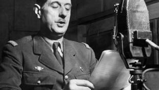 Grâce à Churchill, De Gaulle parle au micro de la BBC.