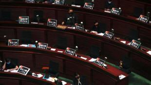 香港立法会《国歌法》投票当天资料图片