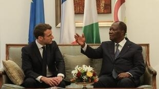 Les présidents français et ivoirien Emmanuel Macron et Alassane Ouattara, en décembre 2019. (Image d'illustration)