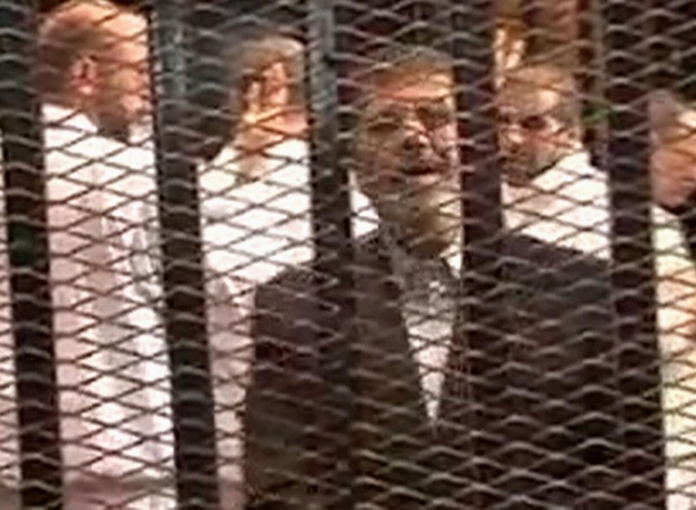 آرشیو- محاکمه محمد مرسی- رئیس جمهوری برکنارشده مصر در قاهره. ٤ نوامبر ٢٠١٣