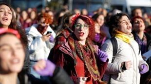 Près de 200 femmes ont manifesté à Istanbul pour protester contre les violences faites aux femmes, le 15 décembre 2019.