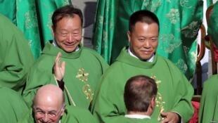 两位首度出席梵蒂冈举行世界主教会议中国主教。