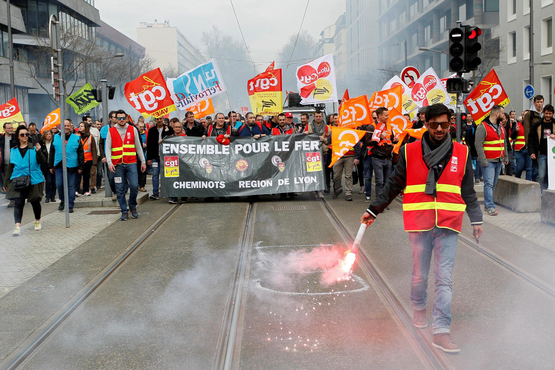 Nhân viên ngành đường sắt Pháp biểu tình ở thành phố Lyon, ngày 03/04/2018.