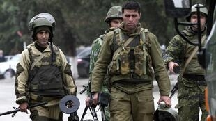 O parlamento checheno em Grozny foi atacado nesta terça-feira por um grupo de rebeldes armados.