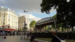 A praça de Stalingrad no nordeste de Paris.