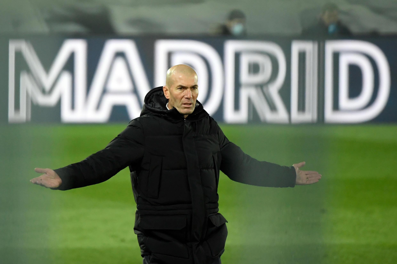 L'entraîneur du Real Madrid, Zinédine Zidane, lors du match de Liga contre l'Atlético de Madrid, à Madrid, le 12 décembre 2020
