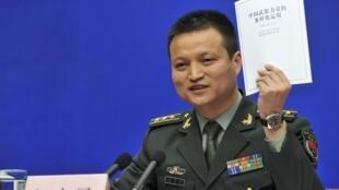 中国国防部发言人杨宇军上校在新闻发布会 2013 4 16