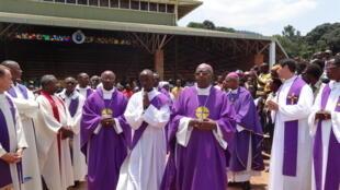 Kerecinyɛn katoliki dinɛ mɔgɔ dɔw, (ja jira ta).