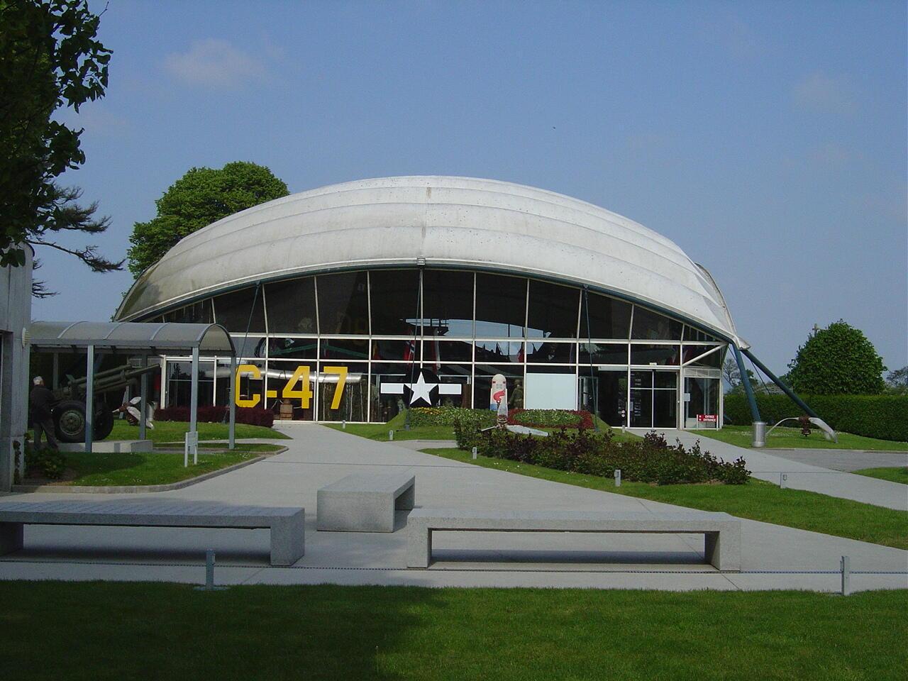 Основной павильон Музея парашютно-десантных войск в Сент-Мер-Эглиз