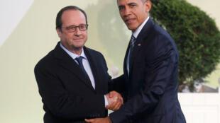 François Hollande recepciona Barack Obama na abertura da COP 21, no parque de exposições de Le Bourget.