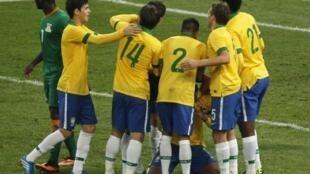 Oscar e Dedé fizeram os gols da partida da Seleção Brasileira que derrotou a Zâmbia por 2 a 0, em amistoso preparatório para a Copa do Mundo de 2014.