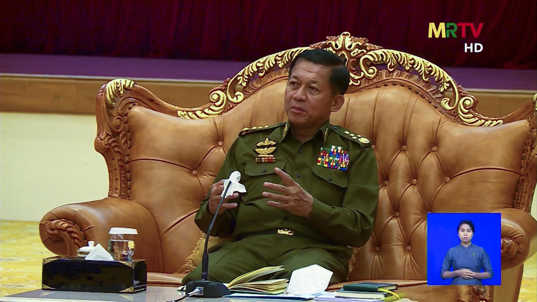 El líder de la junta militar en el poder en Birmania, el general Min Aung Hlaing, el 3 de febrero de 2021, en una imagen tomada por AFPTV de la radio y televisión de Birmania (MRTV)