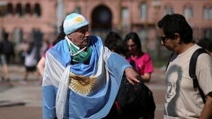 Eleitores argentinos em frente à Casa Rosada, sede do governo, em Buenos Aires.