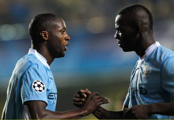 L'Ivoirien Yaya Touré (à g.) devrait être titulaire ce soir face à Chelsea.