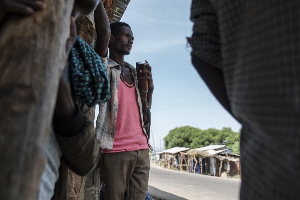 Un membre d'une milice Amhara qui combat aux côtés des forces fédérales contre les Tigréens, le 7 novembre à Musebamb.
