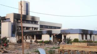 La mairie de Bobo Dioulasso (Burkina Faso), le 31 octobre 2014, après son incendie par des manifestants.