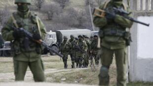 O presidente da Rússia, Vladimir Putin, ordenou o retorno aos quartéis das tropas que participaram de manobras militares no oeste do país, na fronteira com a Ucrânia.