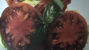 Foto tomada del recetario de Linda Hampsten Fox. Costillitas de cochino.