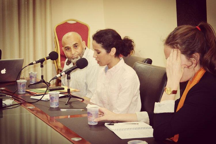 Ramadan Salem (à gauche) avec Hadia Laghsini au centre et Chloé de Préneuf.