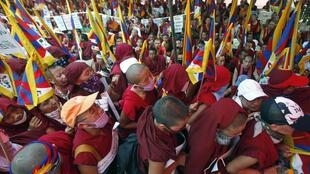 Tu sĩ Tây Tạng tập hợp ở New Delhi phản đối chính sách đàn áp của Trung Quốc 19/11/2011 (REUTERS)