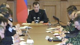 Le Président russe Dmitri Medvedev en visite surprise dans la capitale du Daguestan, république russe du Nord-Caucase, suite aux attentats commis lundi 29 mars 2010 dans le métro de Moscou.