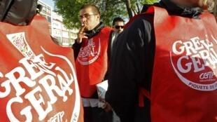 Des travailleurs grévistes, le 22 mars 2012.