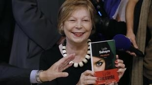 Lydie Salvayre tras haber recibido el Premio Goncourt por su libro 'Pas pleurer'.