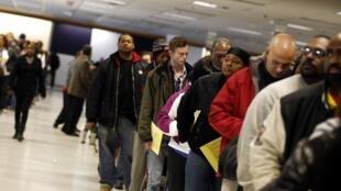 Des électeurs font la queue dans le Comté de Franklin, dans l'Ohio, le 5 novembre 2012.